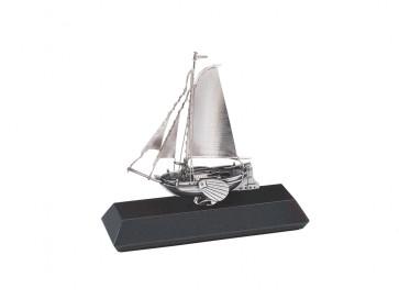 Model Boyer on pedestal (925)